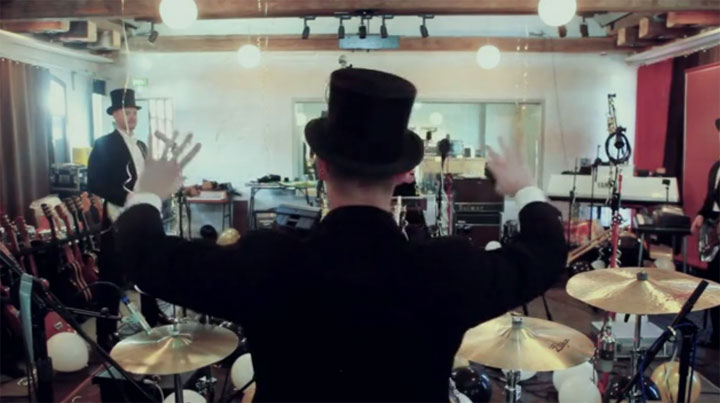 The Hives – Go Right Ahead