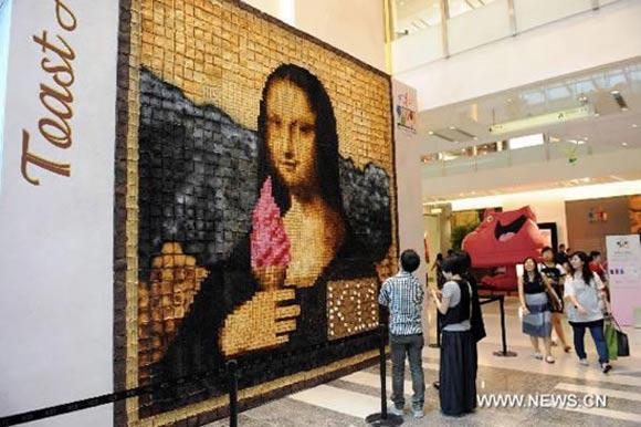 Mona Lisa aus verbrannten Toastscheiben