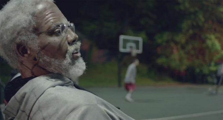 NBA-Star macht als Opa verkleidet alle nass