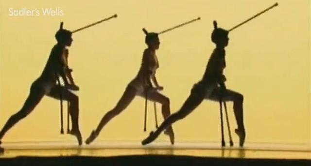 WTF? Wirre Nackt-Tanz-Show [NSFW]