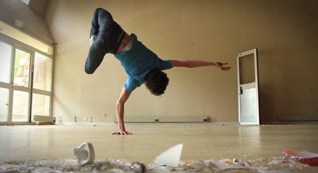 Die breakdancende Yoga-Brezel