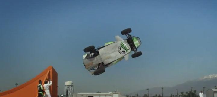 Weltrekord-Korkenzieher-Autosprung
