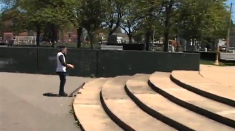 Die Hartnäckigkeit eines Skaters beim Trickversuch