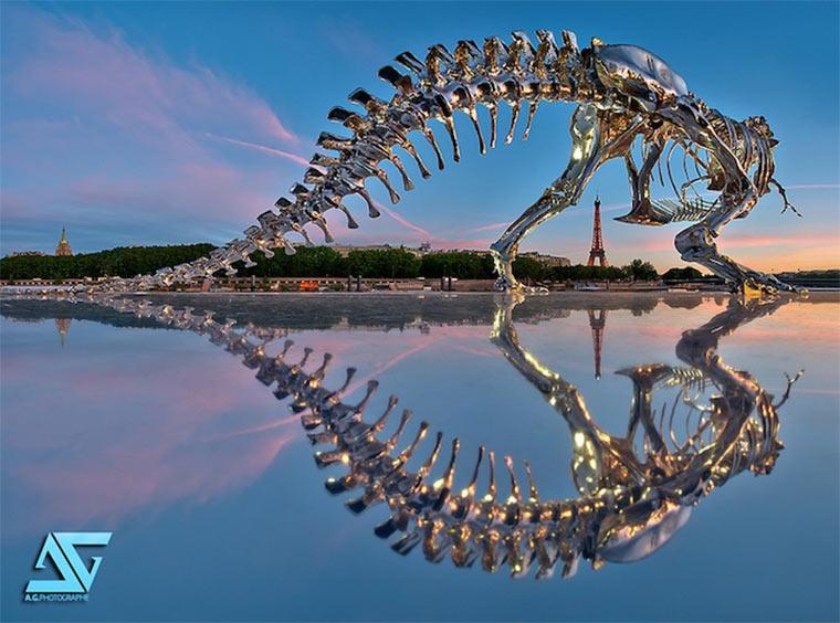 riesiges T-Rex-Skelett attackiert Paris