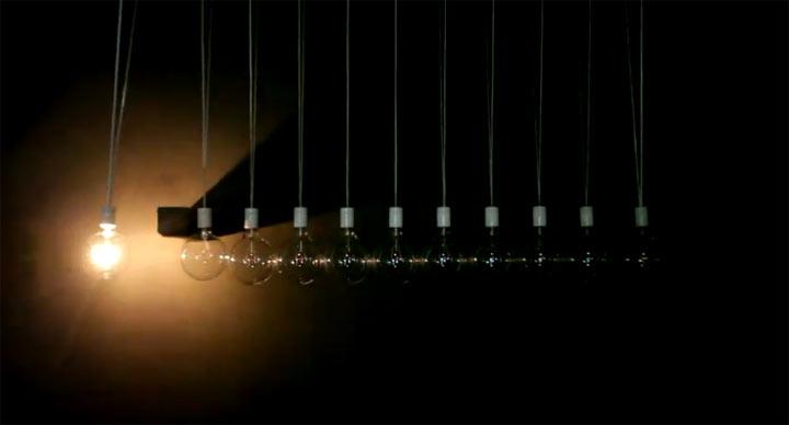 Glühbirnenstoßpendel