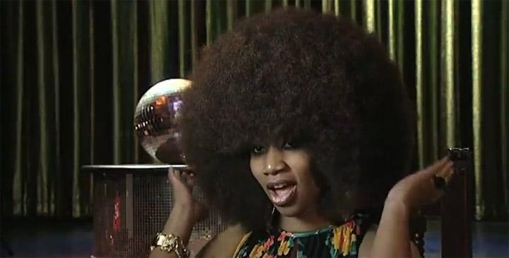 Weltgrößter Afro der Welt auf der ganzen Welt