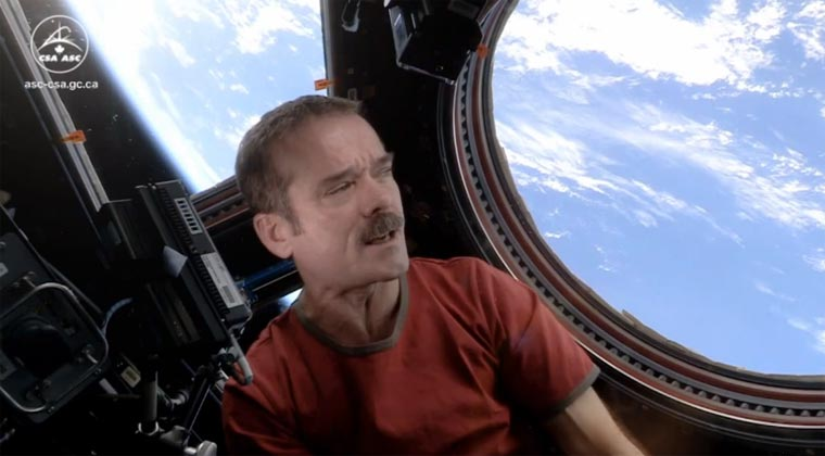 ISS-Astronaut Hadfield – Space Oddity (Bowie Cover)