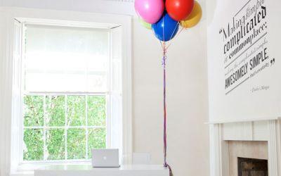 hot_desk_balloon_jenga