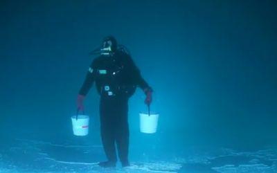 kopfueberunterwasserfischen