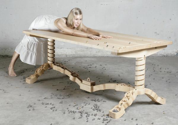 Marbelous: Der Tisch mit eingebauter Murmelbahn