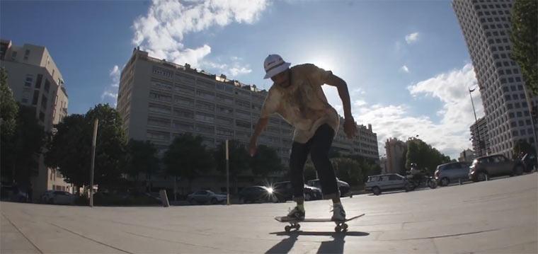 Gechilltes Skateboarding durch Marseille