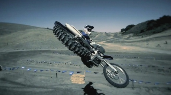 Motocross-Action in Superzeitlupe