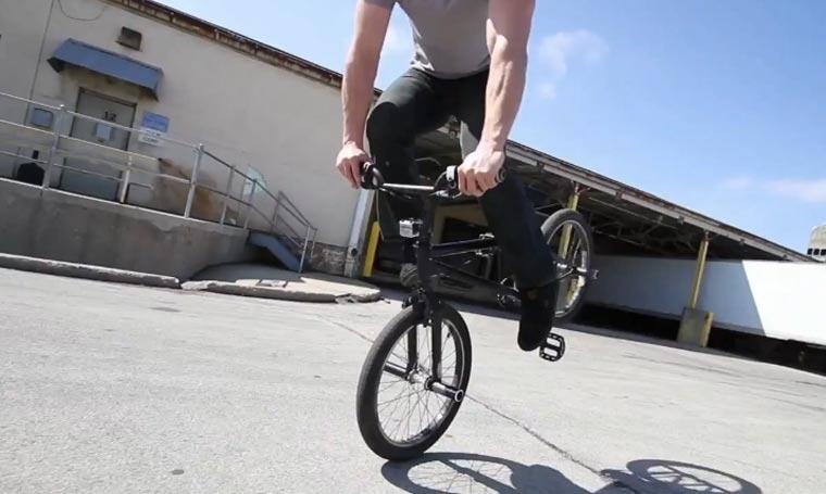 Originelle Bike-Tricks von Tim Knoll