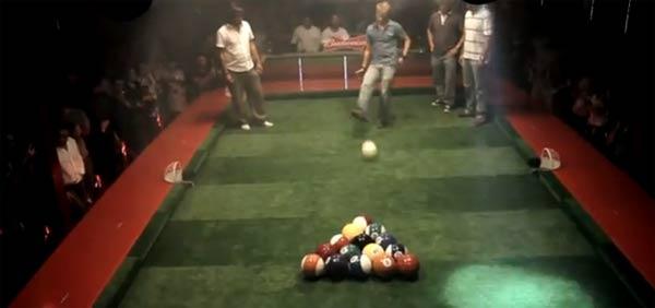 Poolball: Billard trifft Fußball