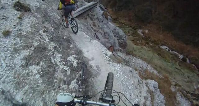 Mit dem Rad am Steilhang entlang