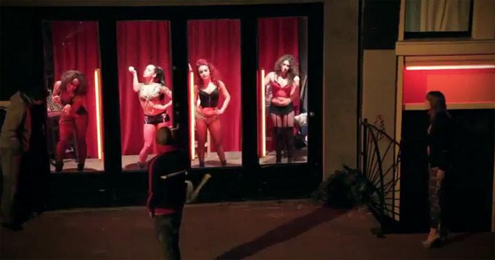 Wild gewordene Frauen im Rotlichtviertel