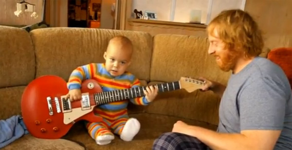 rockendes Gitarre-Baby