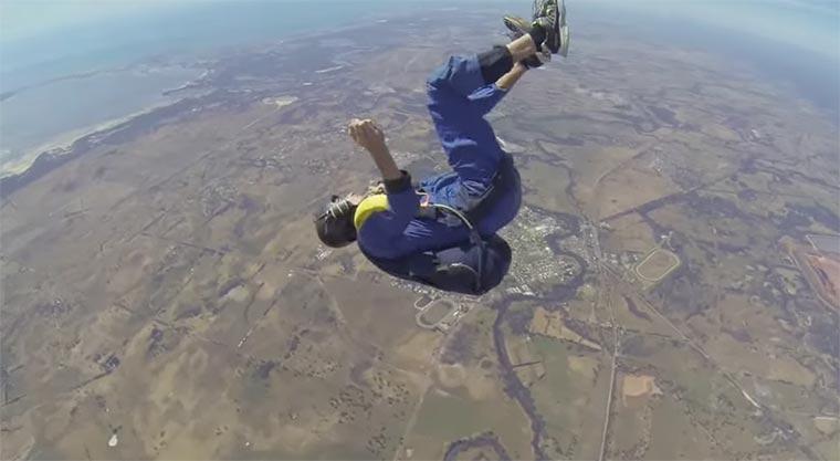 Anfall beim Fallschirmsprung seizure-skydiving