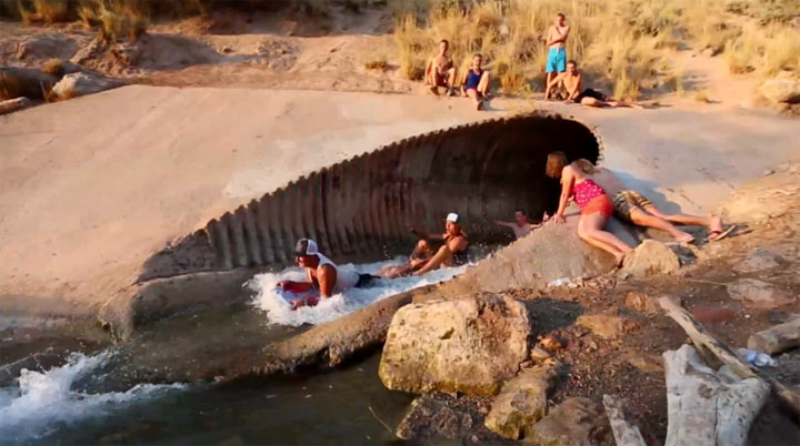 Sommerspaß: Die ultimative Abwasserrutsche