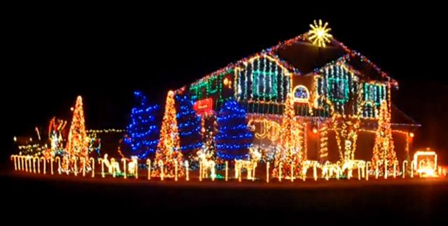 Weihnachtsbeleuchtung tanzt zu Dubstep