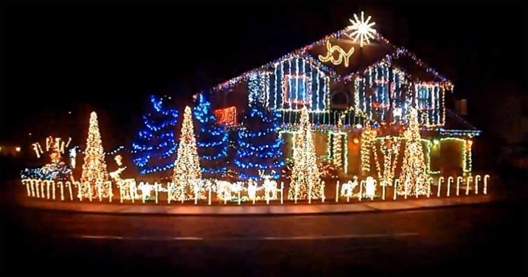 Weihnachtsbeleuchtung tanzt zu Skrillex