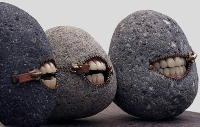 Steinskultpuren mit Biss