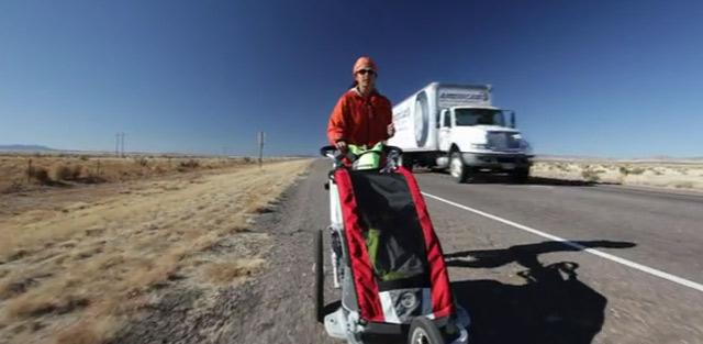 Spendenlauf: Frau mit Kinderwagen durch die USA