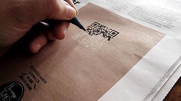 Tätowiererbewerbung durch akkurates Nachzeichnen eines QR-Codes