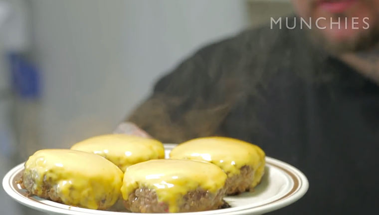 How to Make a Perfect Cheeseburger