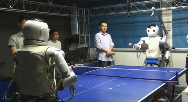 Tischtennis-spielende Roboter