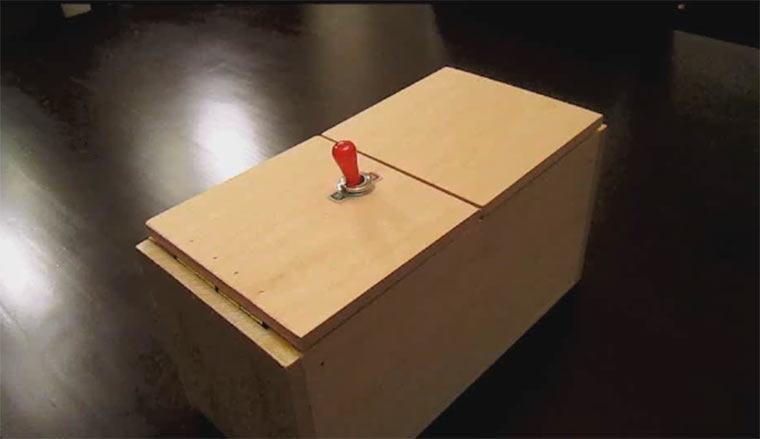 Useless Box im Überraschungsmodus