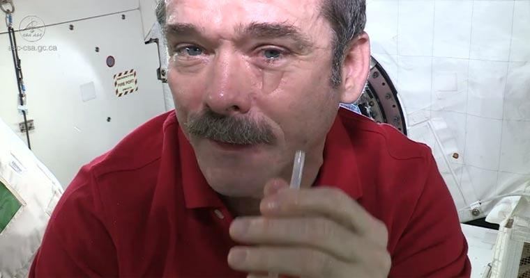 Weint man eigentlich im Weltall?