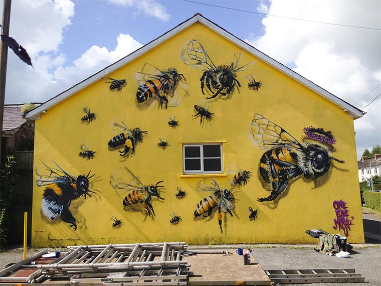 Bienen Street Art Save-The-Bees_02