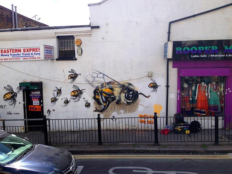 Bienen Street Art Save-The-Bees_03