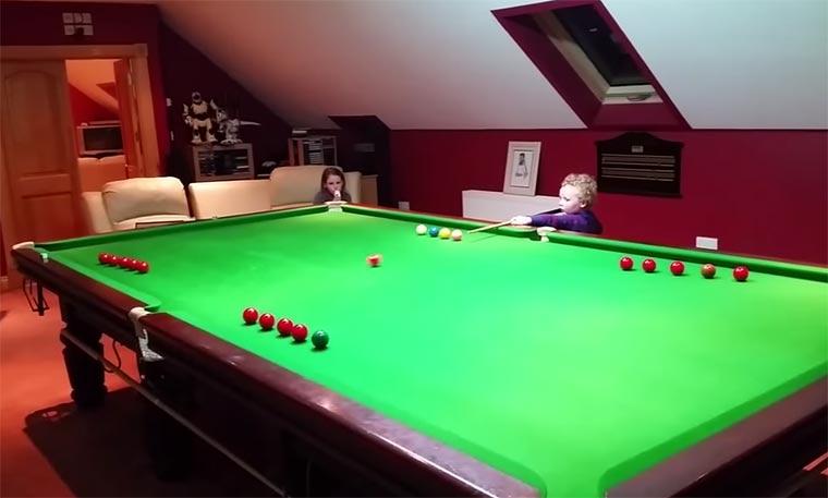 3-Jähriger spielt besser Snooker als ich 3yo_snooker