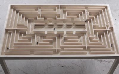 Labyrinth-Table