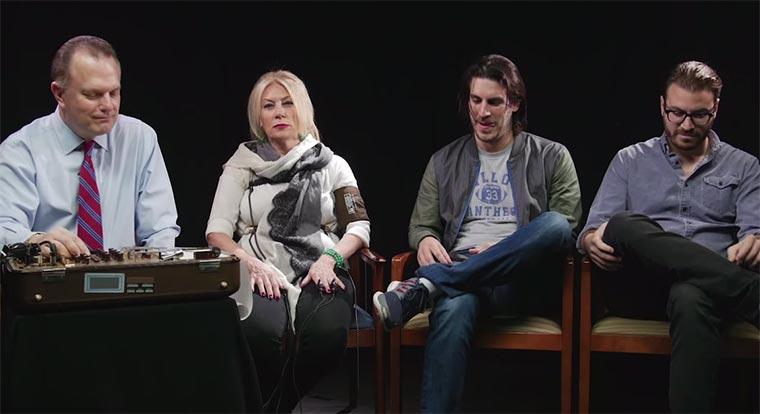 Mütter am Lügendetektor moms-lie-detector