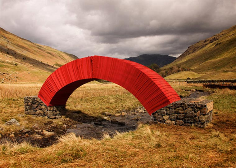 Brücke aus 22.000 Blatt Papier paper-bridge_01