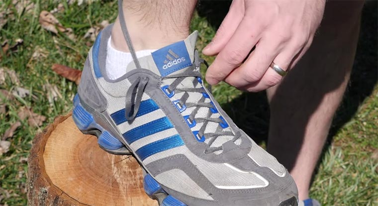 Ach dafür sind die Schnürsenkellöcher in Laufschuhen! shoelaces