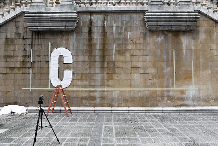 CRISIS: Kleingeld-Installation zum Mitnehmen CRISIS_03