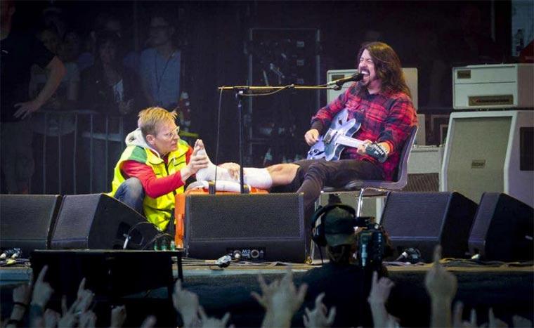Dave Grohl spiel Konzert nach Beinbruch weiter Dave-Grohl_Broken-Leg