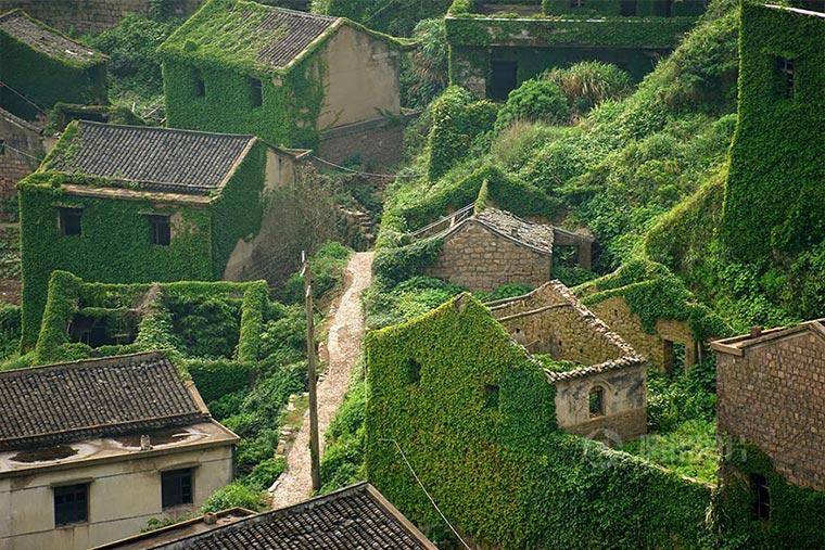 Natur holt sich verlassenes Dorf zurück abandoned-fisher-village_02
