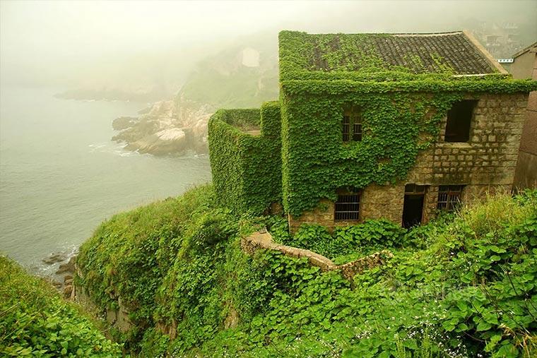 Natur holt sich verlassenes Dorf zurück abandoned-fisher-village_03