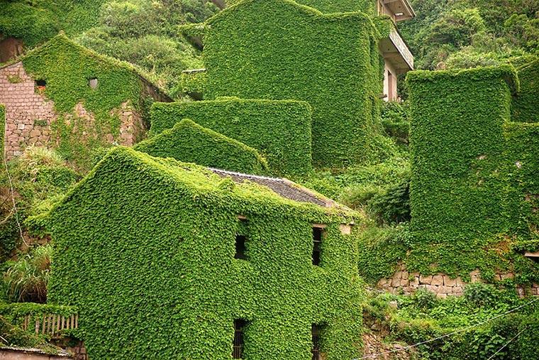 Natur holt sich verlassenes Dorf zurück abandoned-fisher-village_06