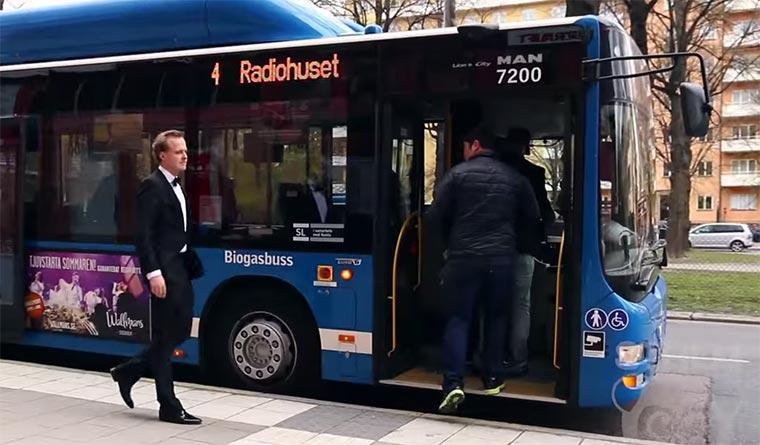Können Reiche oder Arme eher gratis Bus fahren?