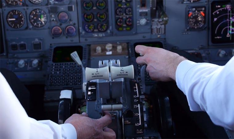 Das passiert im Flugzeug-Cockpit in-the-plane-cockpit