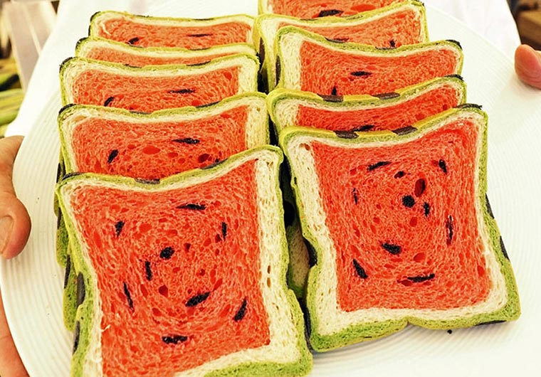 Eckiges Wassermelonen-Brot water-melon-bread_03