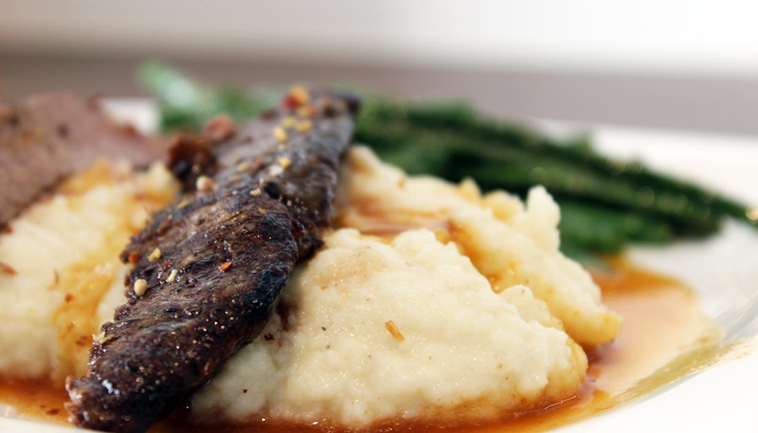Flank Steak vom Wagyu-Rind an Blumenkohl-Püree im Dialog mit Prinzessinnen-Bohnen Flank-Steak_10