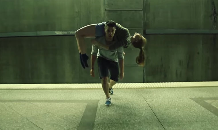 Genialer Tanz in der U-Bahn-Station slip-dance