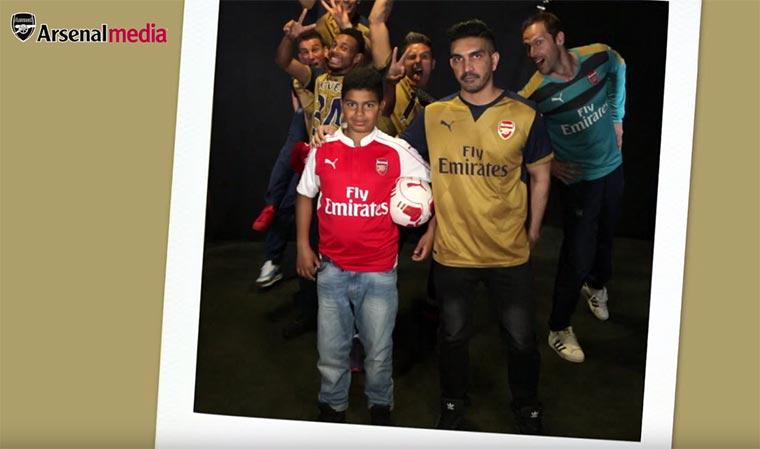 Fußballspieler photobomben Fans Arsenal-Photobomb